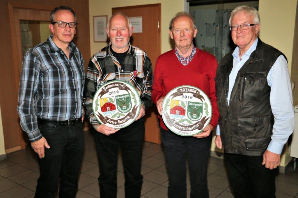 """Das Seniorenschießen """"60+"""" der Schützengemeinschaft Altenhagen im 4. Quartal 2016 war verbunden mit einem gemeinsamen Essen der Schützen mit Partnerinnen und mit Ehrengästen. 20 Senioren hatten..."""
