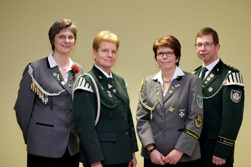 ALTENHAGEN. Mitte Januar fand im Vereinsheim die Jahreshauptversammlung der Schützengemeinschaft Altenhagen statt. Elke Heuer ist nun ein Jahr als erste Vorsitzende aktiv und an dieser Stelle ist eine...