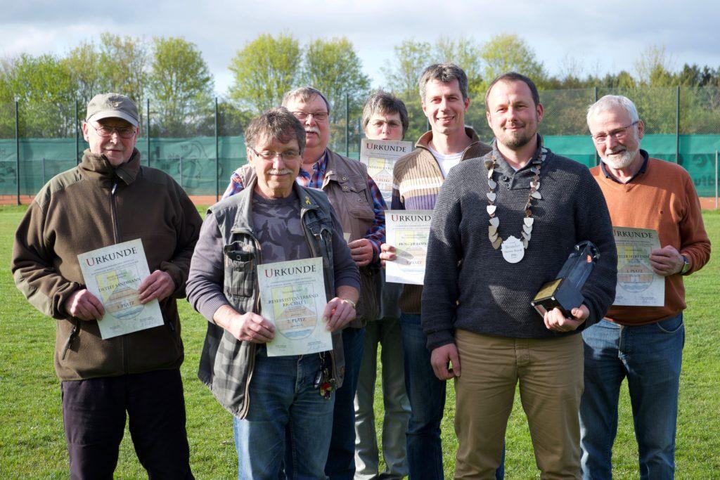 Bostler Herrenrunde gewinnt zum ersten Mal Mitte April lud die Schützengemeinschaft Altenhagen die verschiedenen Institutionen der drei Ortsteile Altenhagen, Bostel und Lachtehausen zum Gemeindeschie...